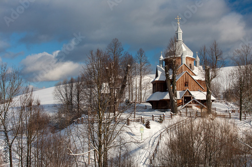 Podkarpackie, Bieszczady, Bieszczadzki Park Narodowy, Karpaty, Polska - styczeń 2009: drewniana cerkiew w Hoszowie