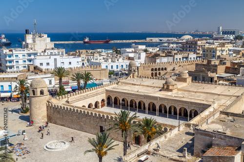 Staande foto Tunesië SOUSSE / TUNISIA - JUNE 2015: Big mosque in the medieval medina of Sousse, Tunisia