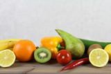Fototapeta Fototapety do kuchni - Zdrowy tryb życia - owoce i warzywa - gruszka, cukinia, pomidory, pamarańcza, czerwona papryka