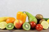 Fototapeta Fototapety do kuchni - Wegetarianizm - set zdrowych warzyw i owoców - gruszka, pomarańcze, jabłko, kiwi, pomidory, papryka