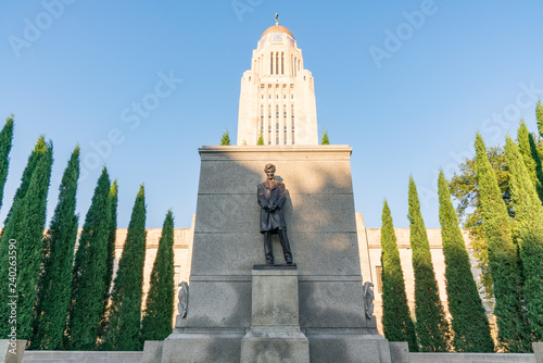 Photo  Lincoln Statue at the Nebraska Capitol Building
