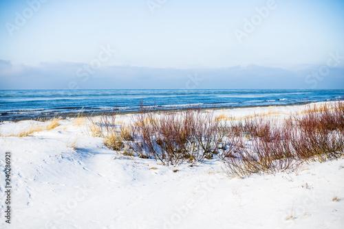 widok-zimnego-morza-baltyckiego