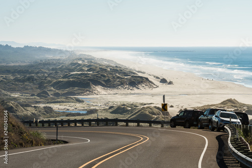 Fotografía  The beach and the coastline from a curve of Highway 101 off the coast of Oregon