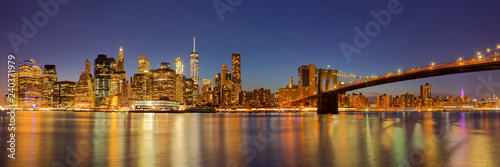 Fototapeta New York City skyline and Brooklyn Bridge at night obraz