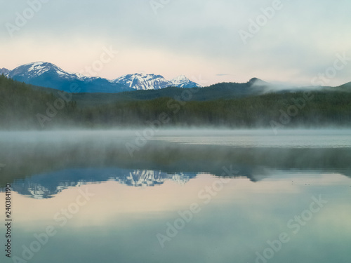 Fotobehang Bergen Lake in the mountains of Canada, pristine nature