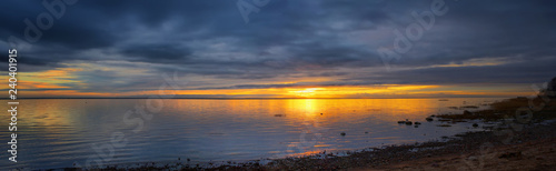 Fotografia Panorama of the picturesque sunset over the sea