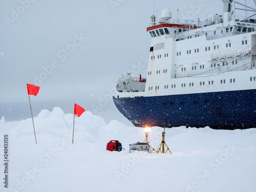 Obraz na plátně Dataloggers measuring environmental parameters in Antarctica