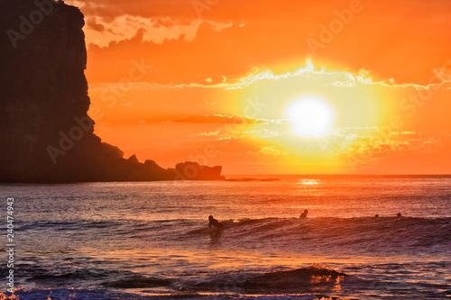Sea avalon red sun surfers