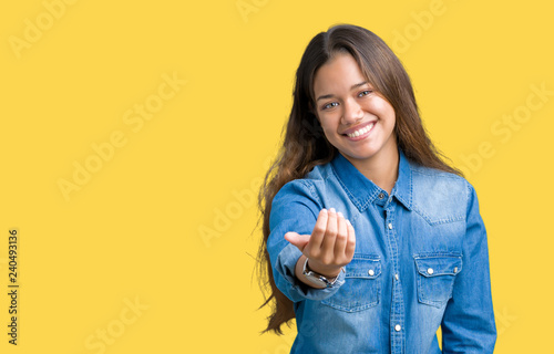 Photo Young beautiful brunette woman wearing blue denim shirt over isolated background