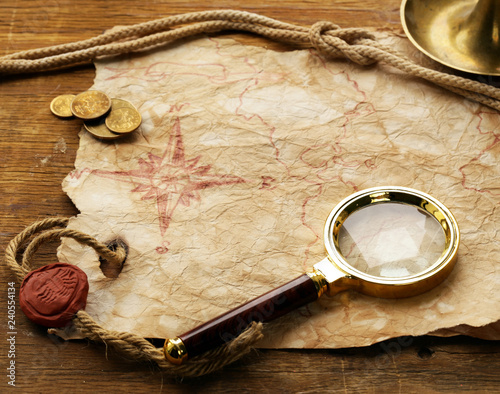 Fotografia  Vintage map and accessories for the treasure hunt and travel