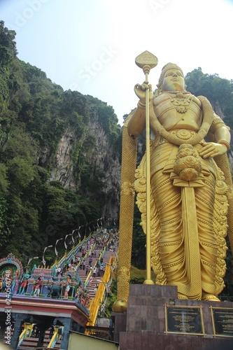 Goldener Buddha - Batu Höhlen in Kuala Lumpur Canvas Print