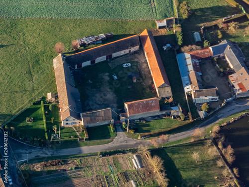 Foto  vue aérienne d'une ferme à Adainville dans les Yvelines en France
