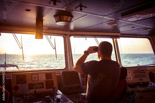 Fotomural  Senior Navigation Officer Training a Junior Officer
