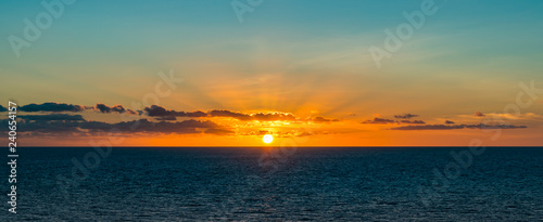 Poster Mer coucher du soleil Panoramic view of beautiful sunset over the sea.