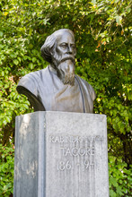 The Bronze Bust Of Rabindranath Tagore In St. Stephen's Green Park In Dublin, Ireland. Rabindranath Tagore Was An Indian Writer And Poet.