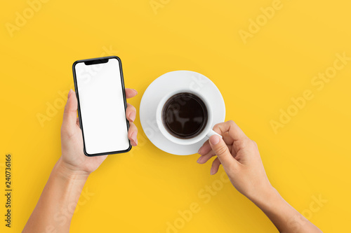 Fotografía  Woman holding mobile phone and coffee cup