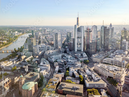 Foto  Main river, downtown and old town of Frankfurt, Germany