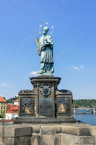Deurstickers Historisch mon. Sculpture of St. John of Nepomuk on the Charles Bridge in Prague