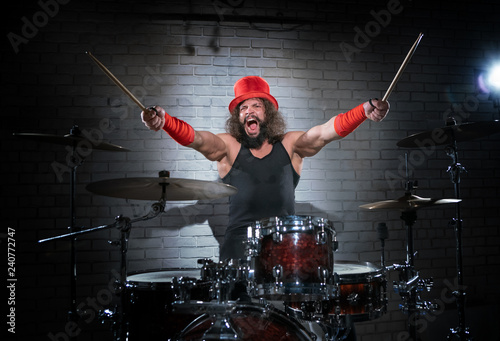 Fotografia The drummer in the red cylinder