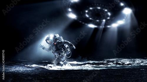 Türaufkleber UFO Spaceman running fast. Mixed media
