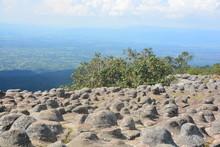 Lan Hin Pum Pum [Nodule Rock Field]