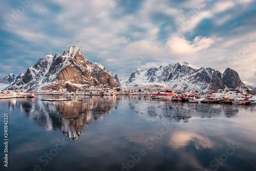 Foto auf Gartenposter Nordlicht Mountain range reflection on arctic ocean with scandinavian village on winter