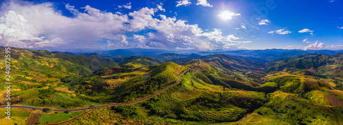 Fototapeta premium Piękna panorama jest widok z góry zadzwonił z drogi hightway.