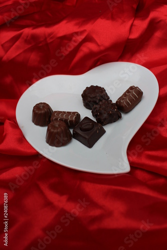 offrir des chocolats à la saint valentin Canvas-taulu