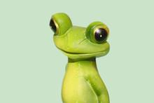Frosch-Figur Isoliert Auf Hell...