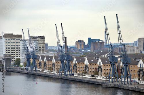 Fotografie, Obraz  Alte Kräne an der Themse in London