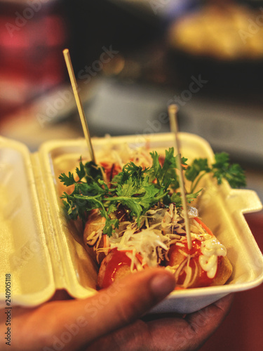 Fototapeta Fresh deep fried asian street food: Tokoyaki served on a night market obraz