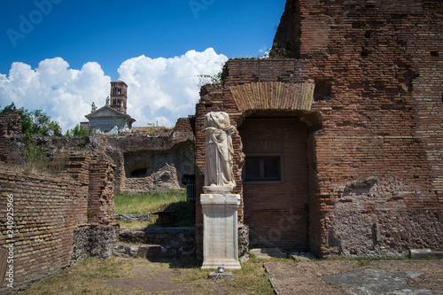 Fotografie, Obraz  Broken Vestal Virgin from Roman Forum