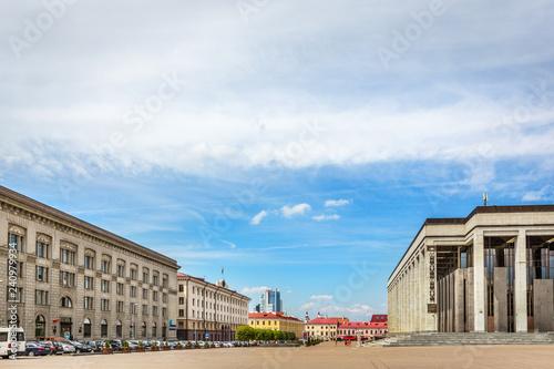 Foto  Minsk, Belarus - July 28th 2018 - A huge open air square in downtown Minsk, with