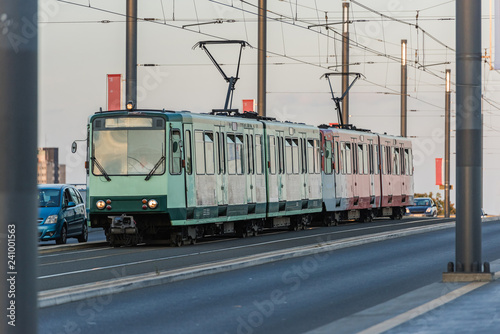 Bonn – Straßenbahn auf der Kennedybrücke