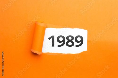 Fotografia  surprising Number / Year 1989 orange background