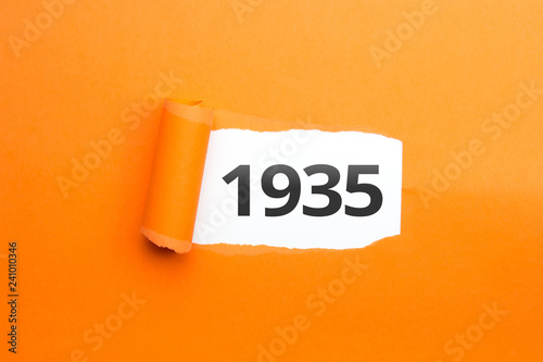 Fotografia  surprising Number / Year 1935 orange background