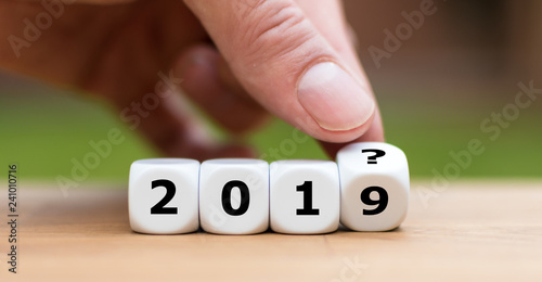 "Fotografía  Hand is turning a dice and and changes the year ""2019"" to ""201?"" as symbol to th"