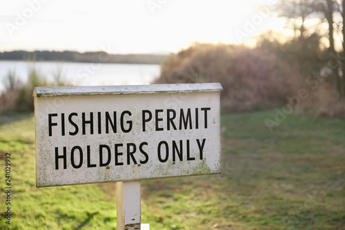 Fotografía  Fishing permit holders only sign at lake in Scotland