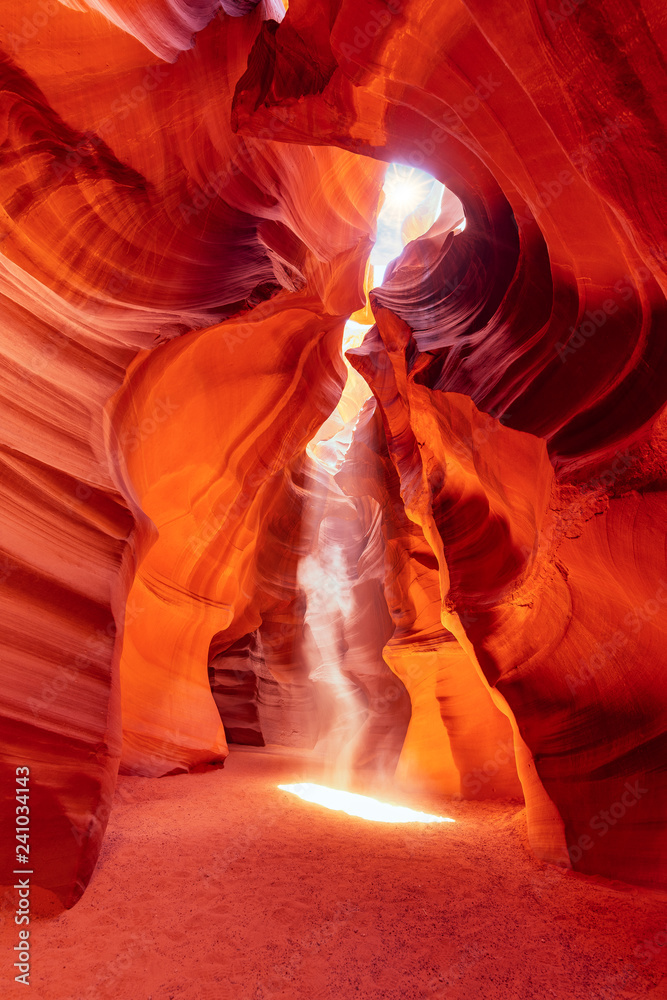 Fototapeta Magical und colorful Antelope Canyon. Ghost and Phantom. Sunlight and sunbeam im famous Canyon Antelope.