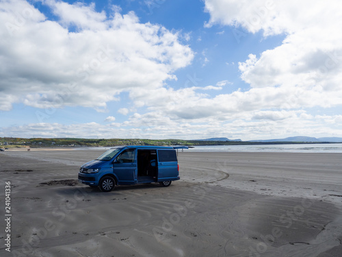 Foto Campervan am Strand von Rossnowlagh in Irland