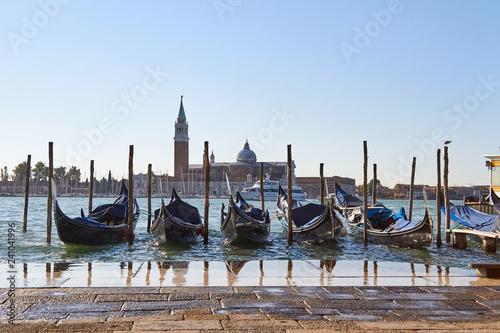 Obraz Beautiful Gondola in venice - fototapety do salonu