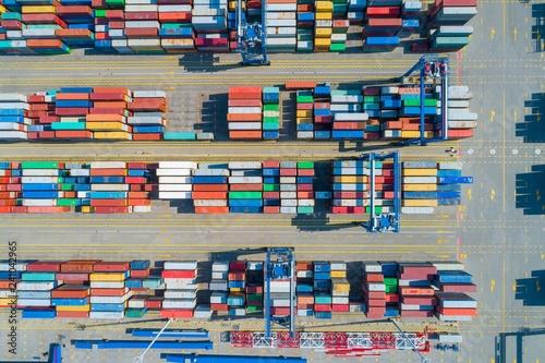 kontenery-transportowe-na-placu-zdjecie-lotnicze