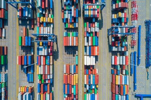 kontenery-w-porcie-morskim-zdjecie-z-powietrza