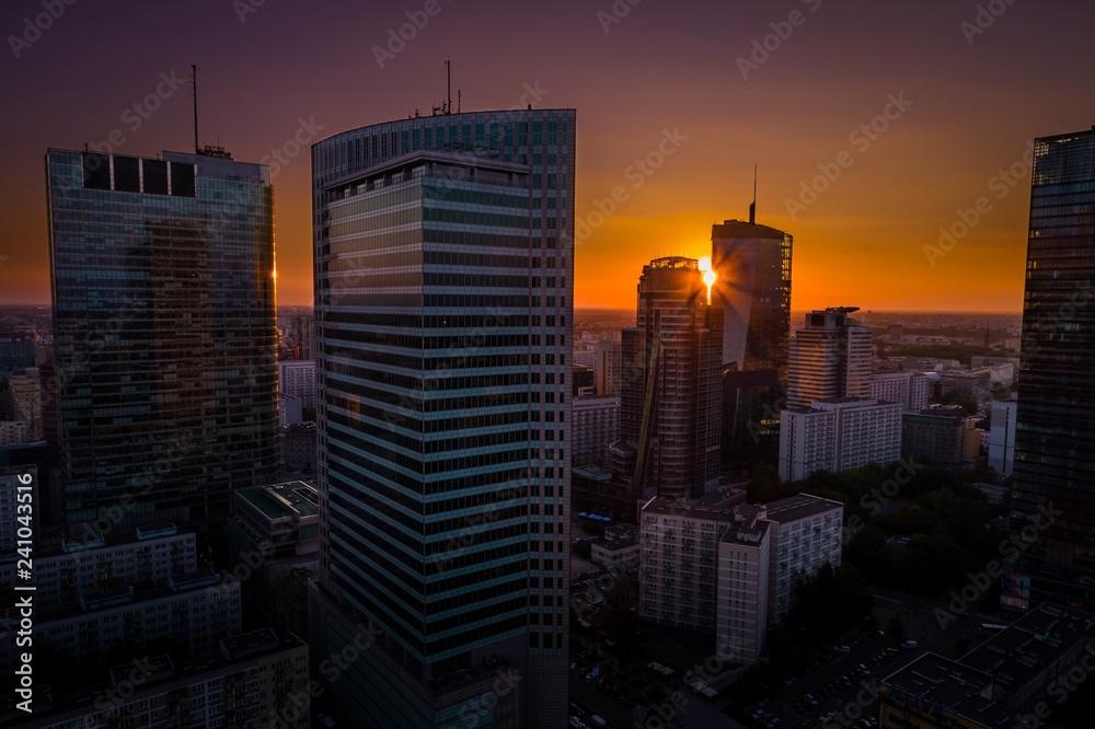 Fototapeta Krajobraz miasta podczas zachodu słońca. Warszawa, Polska