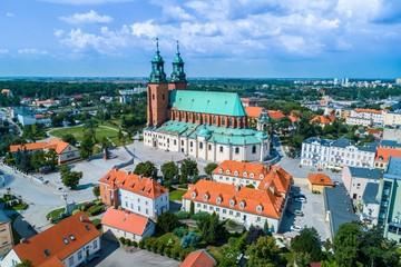 Katedra Gniezno z lotu ptaka. Polska