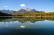 秋のカナディアンロッキー 朝のハーバート湖(バンフ国立公園 カナダ・アルバータ州)