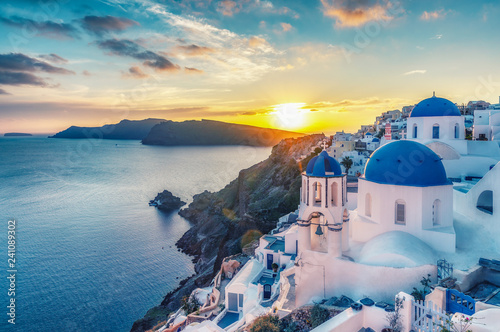 Poster de jardin Santorini Beautiful view of Churches in Oia village, Santorini island in Greece at sunset, with dramatic sky.