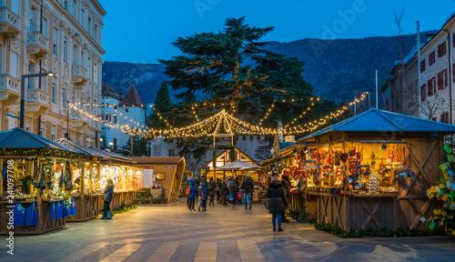 Photo  Merano Christmas market in the evening, Trentino Alto Adige, northern Italy