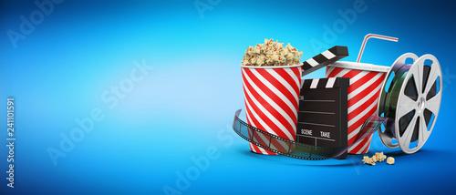 Fotomural Popcorn mit Getränk, Filmstreifen, Filmrolle und Regieklappe blauer Hintergrund