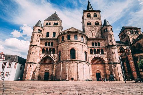 Foto  romanischer Dom in der Altstadt von Trier